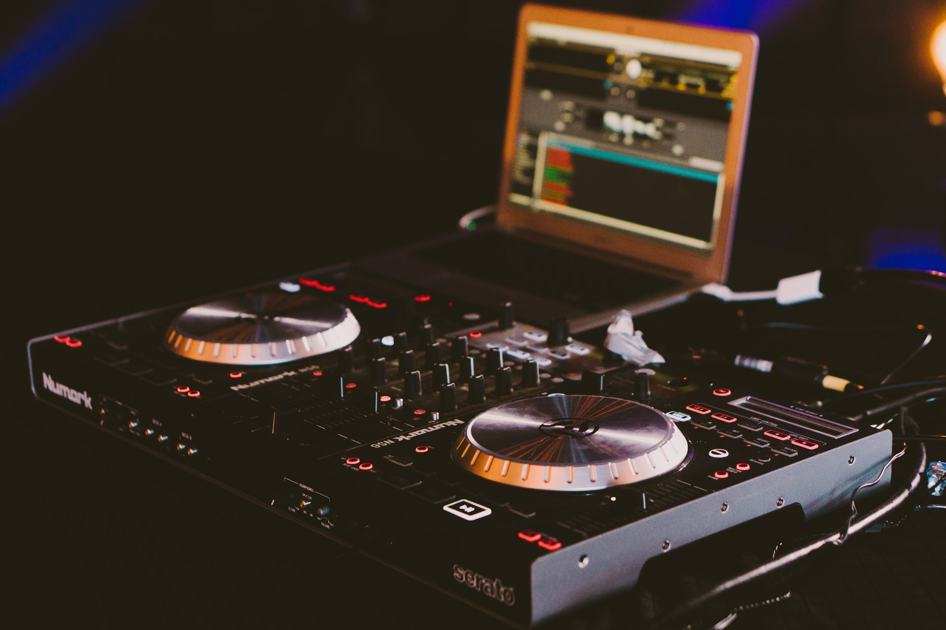 Dj streaming music online